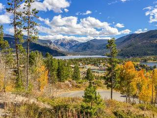 Condo w/lake views, close to Rocky Mountain National Park, Grand Lake