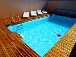 Location avec jacuzzi et piscine chauffee 30° proche plage