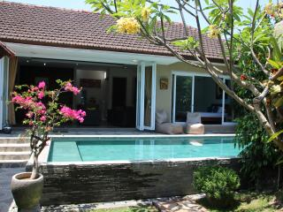 Stunning 3 BDR Tropical Villa & Private Pool, Kerobokan