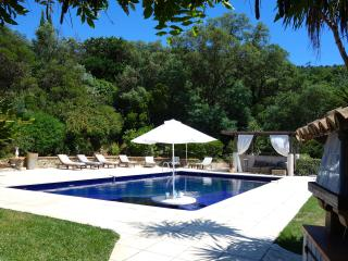 Villa Tropez. Panoramic views, shops & beach close, Cogolin