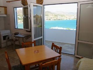 Ocean view apartments for 4 persons in Makrigialos