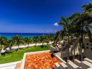 23 Acre Beachfront Estate. 7 BR Villa. Private Pool & Tennis Court. Secluded!, Cozumel