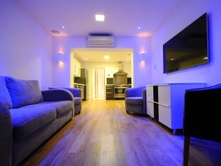 Children Stay FREE - Luxury Apartment sleeps 8, Londres