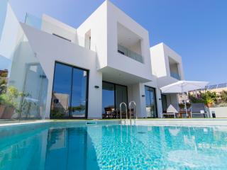 Luxury new built villa 4 bedrooms,150mt to beach, Galatas