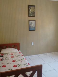 Bedroom.  Quarto social.