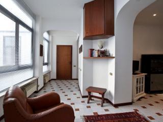 Quiet apartment behind Colosseum, Roma