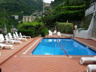 Le Rose 6 with terrace, sea view, pool, parking, Ravello