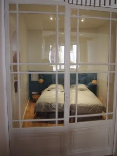 Porte vitrée ancienne sur chambre