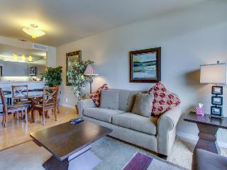 Walk to the lake, relax at the shared pool/hot tub, & stroll in the park!, Chelan
