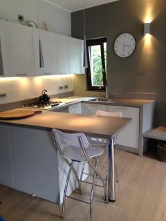 Fully equipped kitchen, including full oven & dishwasher