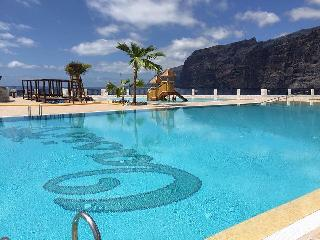 Apartment in Los Gigantes and Oasis pool, Tenerife