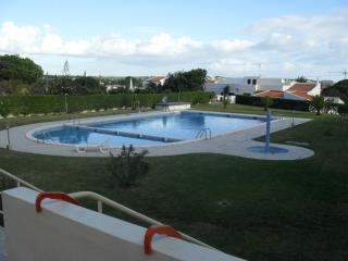 2 bedroom apartment with shared pool, Quarteira