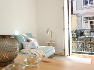 Family-friendly with balcony:historic centre/Baixa