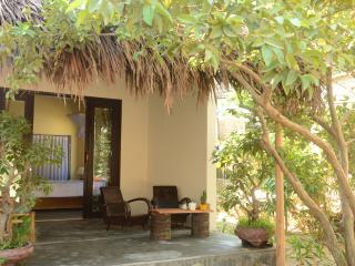 Red Flower Cottages - Cherry room, Hoi An