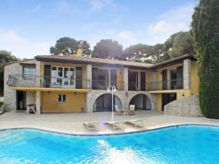 French Riviera Holiday Rental, Pet-Friendly, with a Fireplace and Pool, Roquebrune-Cap-Martin
