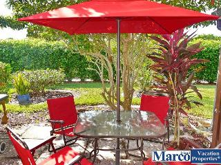Secluded condo w/ heated pool, hot tub & short walk to Mackle Park, Marco Island