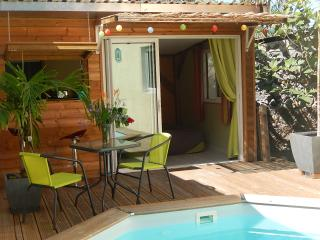 Chalet 2 people with swimming pool, L'Etang-Sale