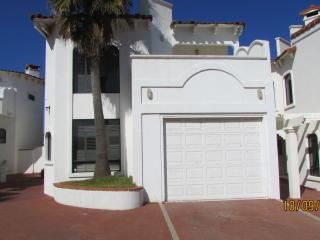 LA RUSA 4 BED 2 1/2 BATH W/JACUZZI, Ensenada