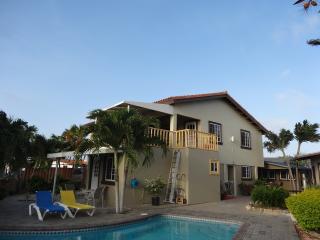 Cozy Resort 'LA FELICIDAD' casa, Oranjestad