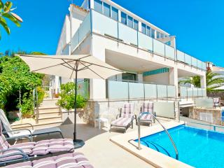 New large house by the sea with pool 10 guests. A, Port d'Alcudia