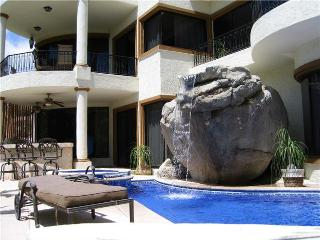 3BR/3.5BA, Private Pool & Jacuzzi, BBQ & Internet, Cabo San Lucas