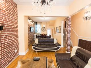 6 bedrooms  Luxury Victorian Townhouse in Downtown Toronto