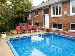A COZY COTTAGE+POOL OASIS IN GREATER TORONTO : FREE WIFI,MOVIES, PARKING,PHONE, Richmond Hill