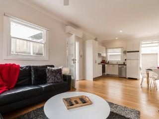 Great Value! Footsteps to the Beach + Pet friendly, Frankston