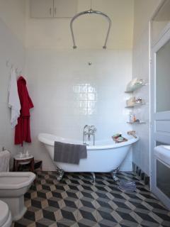 bathroom of the nuptial room