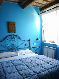 Room 4 (Grapes) - A country-style double bedroom with private bathroom.