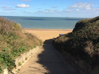 Path down to Botany Bay beach from car park