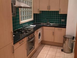 West London 2 bed secure flat close to tube