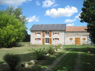 Spacious holiday home with private pool, Saint-Savin