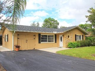 NEW to Rental Market - Updated 3BR/2BA Pool Home, Napoli