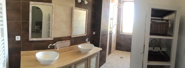 Salle de bain attenant à la chambre 1