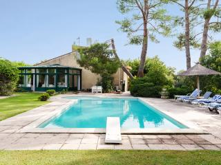 Provencal villa between Alpilles and Luberon