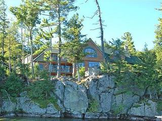 Lake Front Paradise Vacation Home, Alton