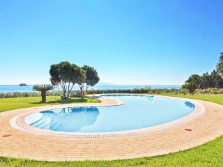 6 BEDROOM VILLA ABOVE AI HELIS AMAZING SEA VIEW, Svoronata