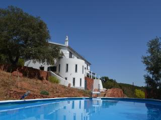 Modern Villa with stunning views, São Bartolomeu de Messines
