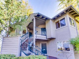 2 BD option - Riverfront condo w/hot tub & more!, Bend