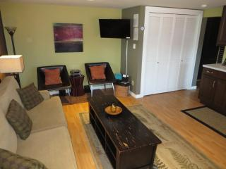 2 master suites & hot tub! Dog OK. Affordable PC!, Pacific City