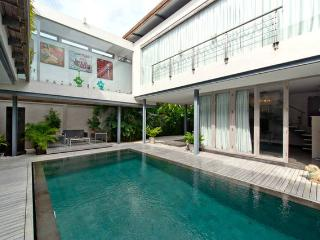 Luxury Avrora villa Seminyak 800m to the beach