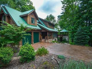 Lovely 5 Bedroom Mountain Log Home located in a prestigious gated community!, McHenry