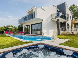 Modern new luxury villa near the beach !!, Okrug Gornji