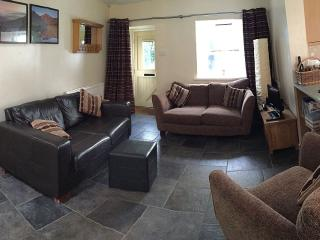 Secluded cottage in town centre. Sleeps 6
