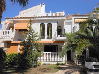 (490) Casa Iris traditional Spanish townhouse air-con Wi-Fi close to beach