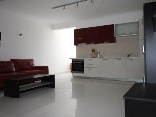 FLT1 - One Bedroom Apartment, Bahar ic-Caghaq