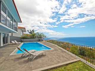 Villa Panoramica with private heated pool, Arco da Calheta
