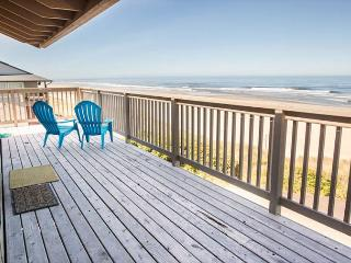 Oceanfront w/Private Beach Access and Hot Tub in Lincoln City
