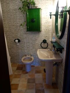 baño habitación cuadruple